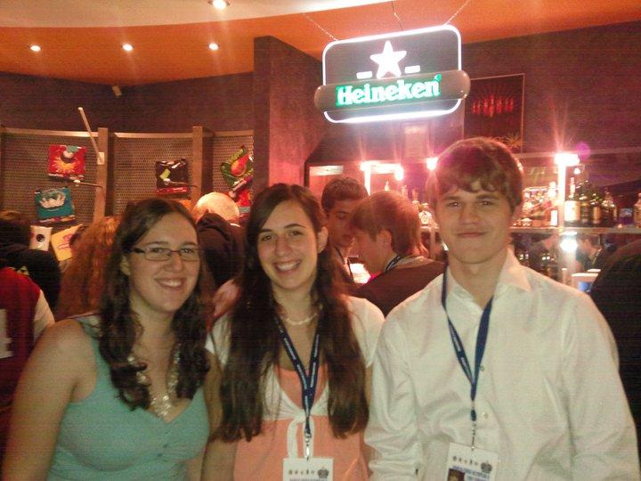 Katharina Newrkla, Veronika Exler und Magnus Carlsen! Für Frau Schach natürlich ein Traumfoto. Zwei Österreichische Spitzenschachfrauen mit dem Weltmeister!