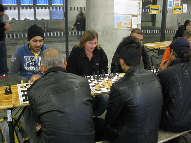 chess-with-refugees-1