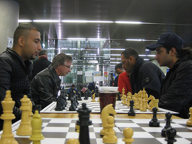 chess-with-refugees-3