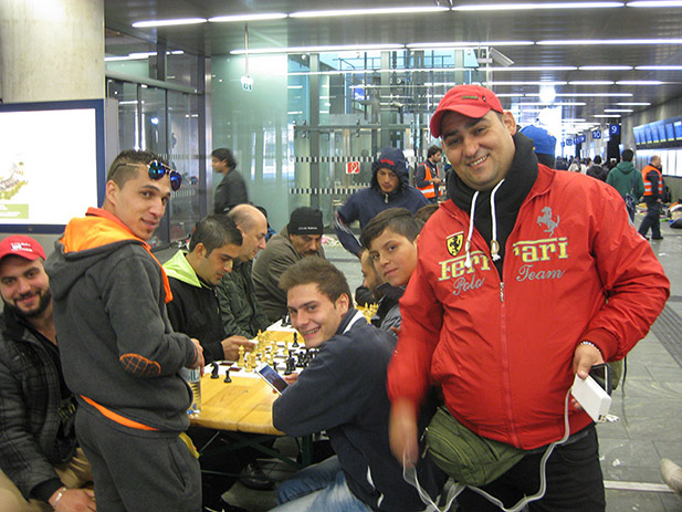 chess-with-refugees-4
